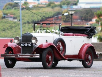 Cabo Girão & Typical Fishing Village Private Classic Car Tour