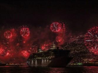 Celebração do Ano Novo da Madeira a bordo de um catamarã