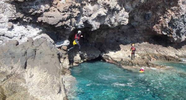 coasteering in madeira island min